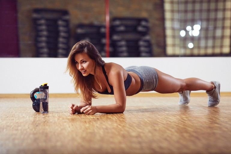 Упражнения в домашних условиях: качаем пресс