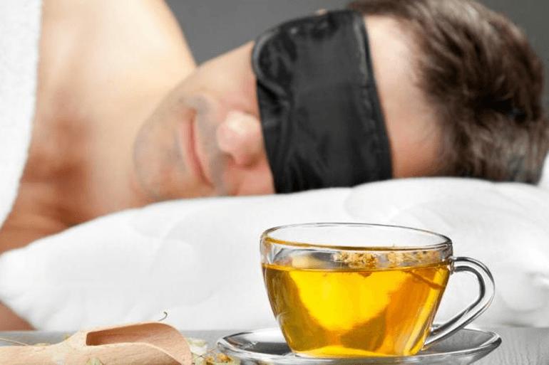 Узнайте, почему полезно пить чай из мяты перед сном
