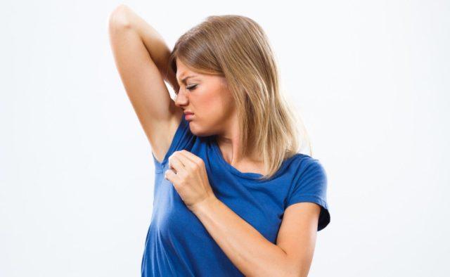 Как избавиться от запаха пота: 4 полезных лайфхака